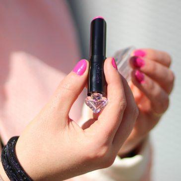 Le rouge à lèvres la petite robe noire par Guerlain en teinte pink tie