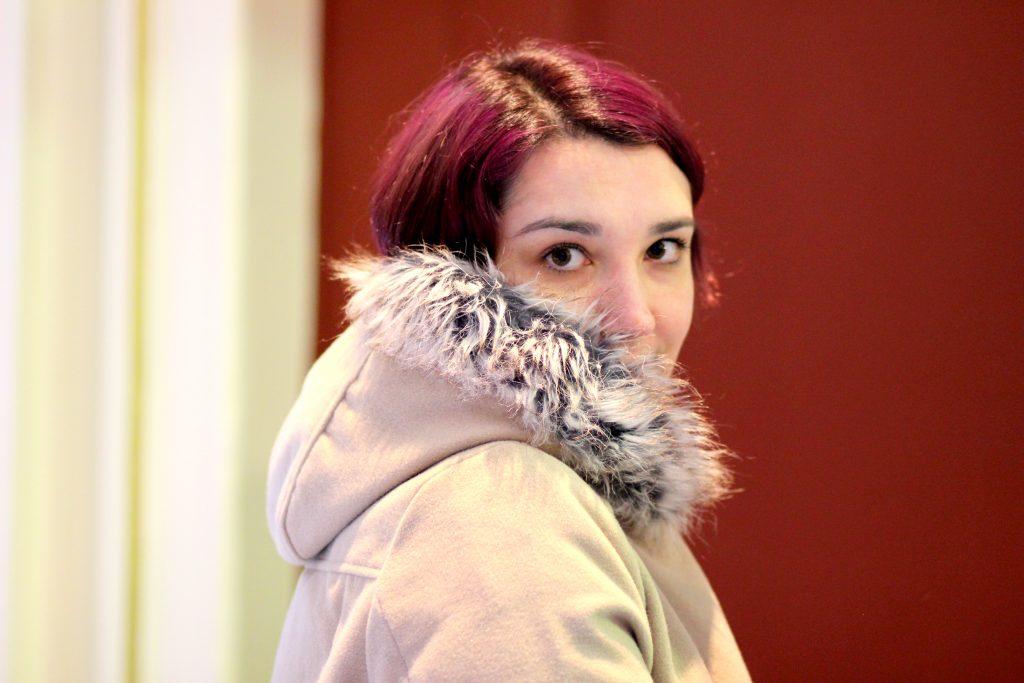 blog-mode-nantes-capuche-manteau-beige-blanche-porte