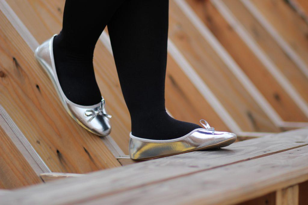 blog-mode-nantes-ballerines-argent-blanche-porte