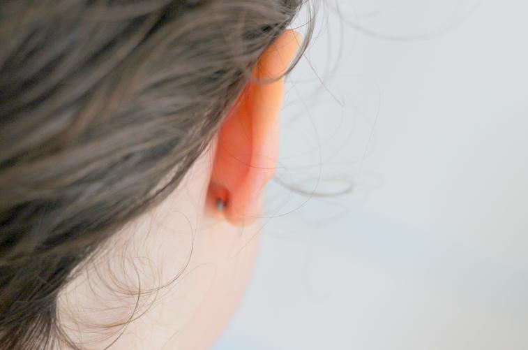 La question épineuse des boucles d'oreilles pour les enfants ...