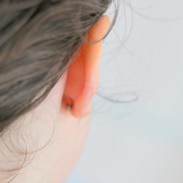 La question épineuse des boucles d'oreilles pour les enfants