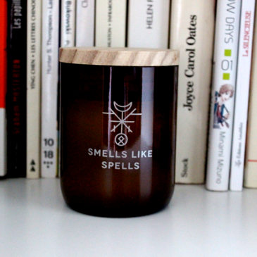 La bougie parfumée Norse Magic Eir par Smells like Spells