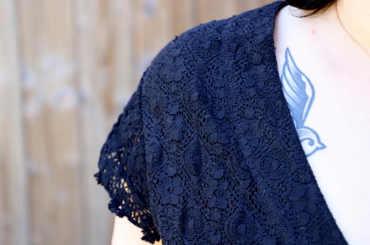 detail robe noire blancheporte