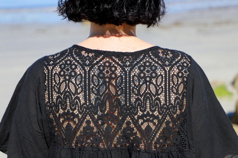 robe de plage brodée noire
