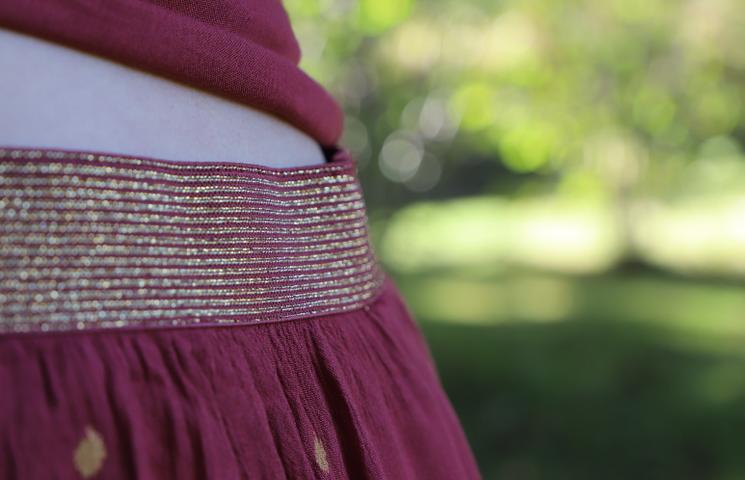 ceinture dorée dans look bucolique