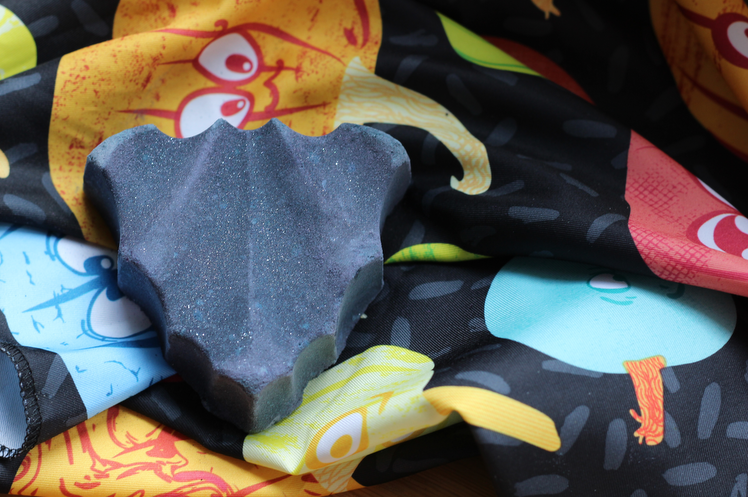 Lush halloween bat art bomb de bain