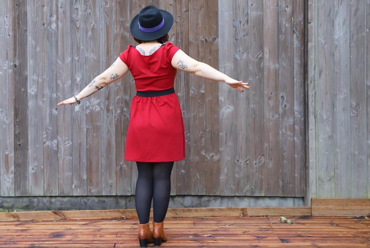 robe rouge de la page blanche