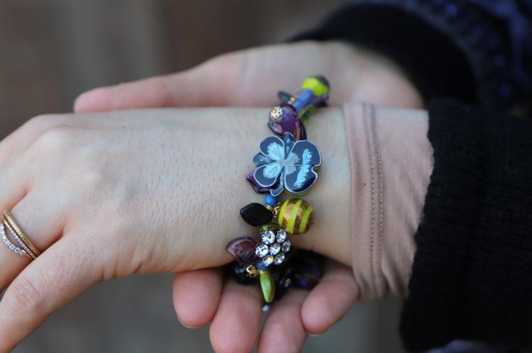 bracelet fleur travaillé à la main par Dominique Atelier de Montsalvy
