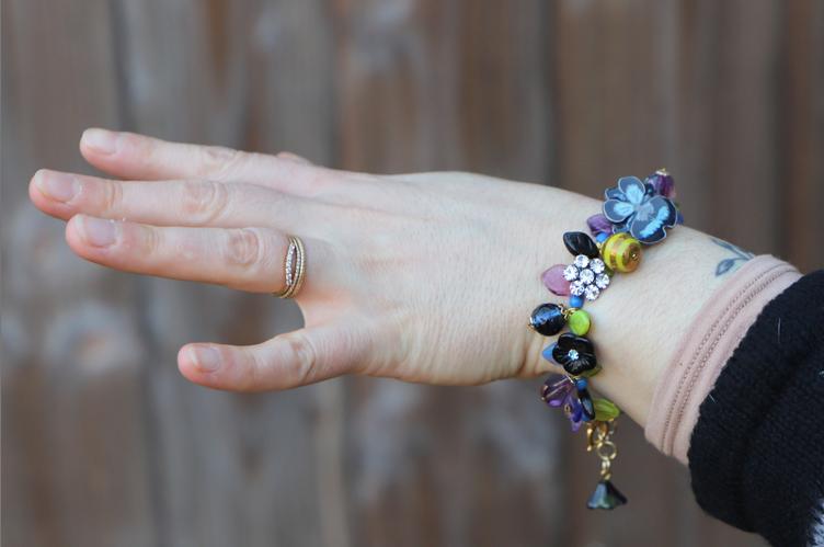 toujours confinée mais avec un joli bracelet