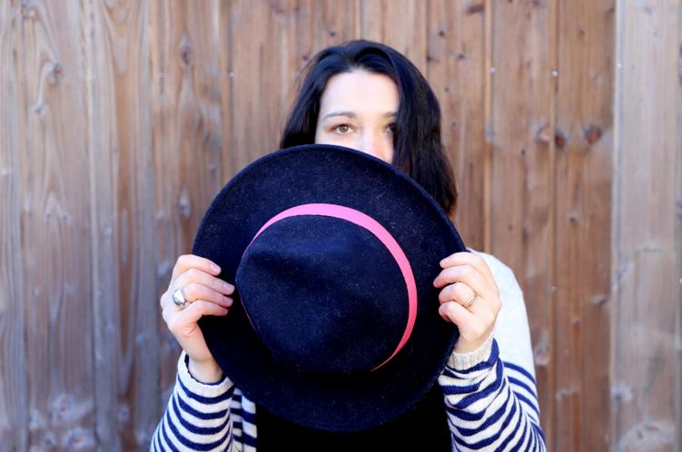 chapeau bon clic bon genre dans look gilet long