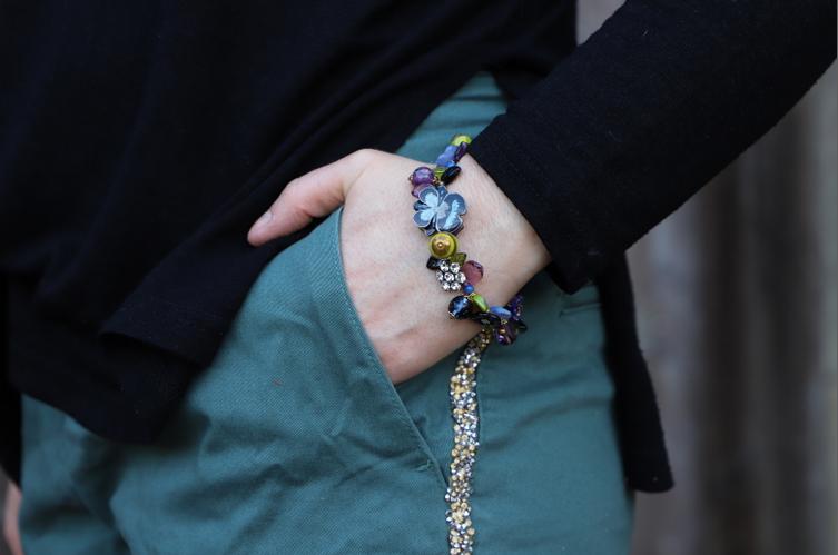 bijoux atelier de montsalvy dans look Chino