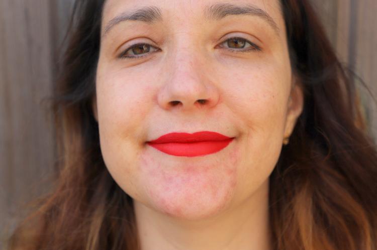 rouge à lèvres liquide Mac rouge