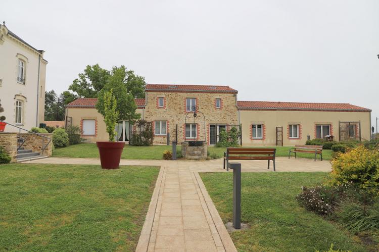 ville chateau thebaud un jour un village