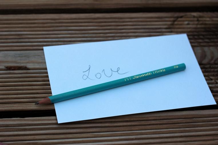 crayon bleu mine HB