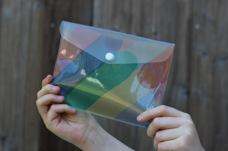 pochette transparente arc en ciel série Juice - AIUEO