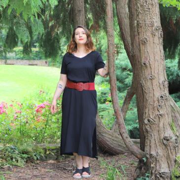 Look : la robe longue noire