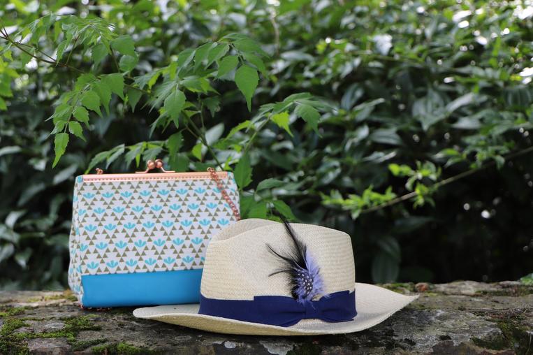 accessoires Bon Clic Bon Genre dans look bleu d'Azur