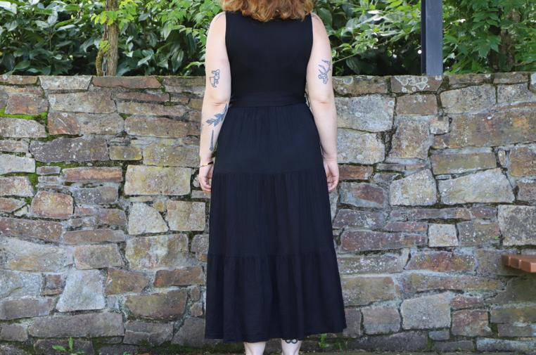 robe noire de dos